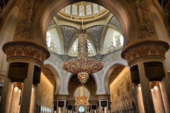 Большая мечеть шейха Зайда - одна из шести самых больших мечетей в мире