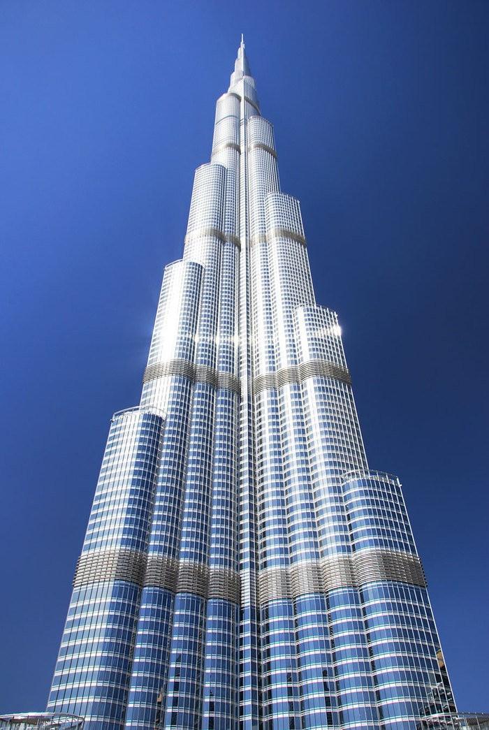 Бурдж-Халифа (араб.— Башня Халифа, до 2010 года называлась Бурдж Дубай — Дубайская башня). Artyhomes.ru