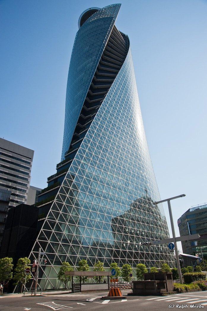 Здание-спираль в Нагое, Япония. Высота 170 метров.