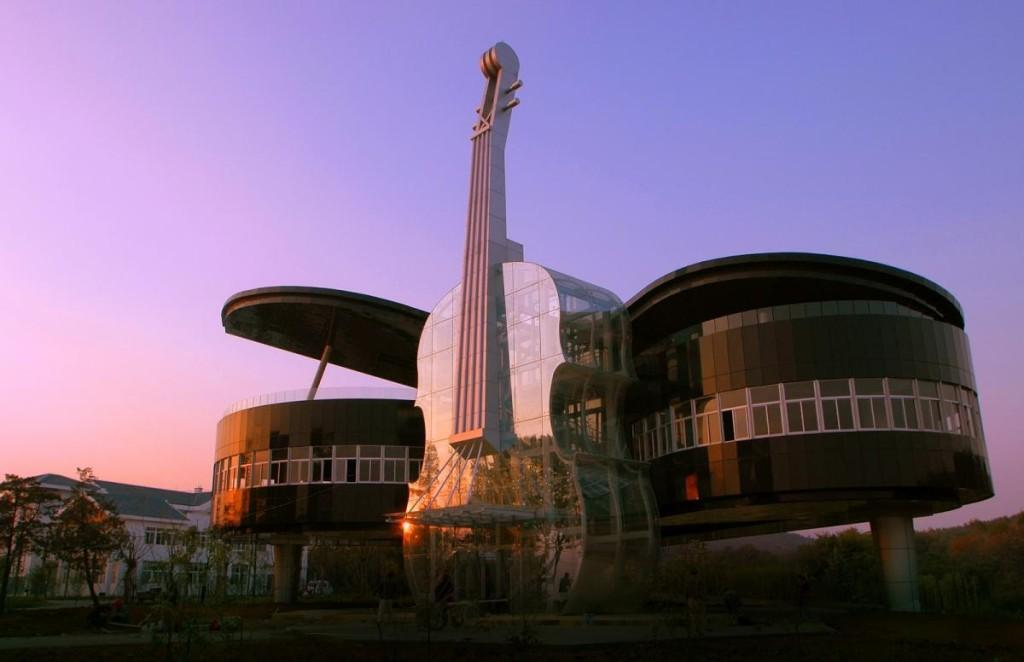 Дом-рояль в Хуайнань, Китай. Piano and violin shaped building. Artyhomes.ru