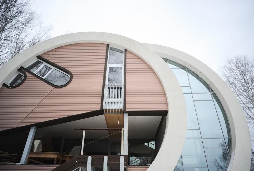 Дом в форме колец в поселке Становая свердловской области
