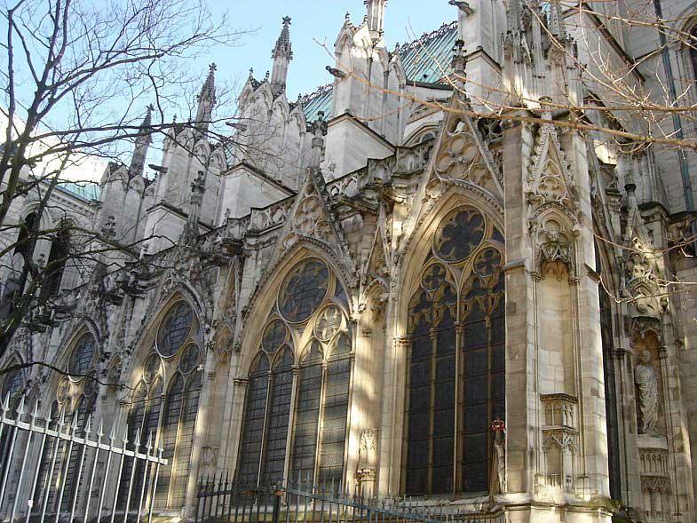 Французская церковь, спроектированная аббатом Сугерия