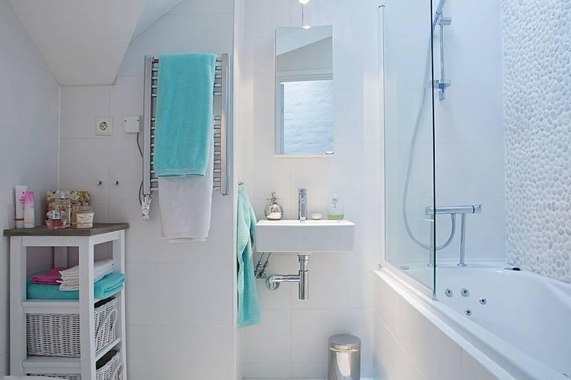Простые полотенца могут стать яркими акцентами на нейтральном фоне