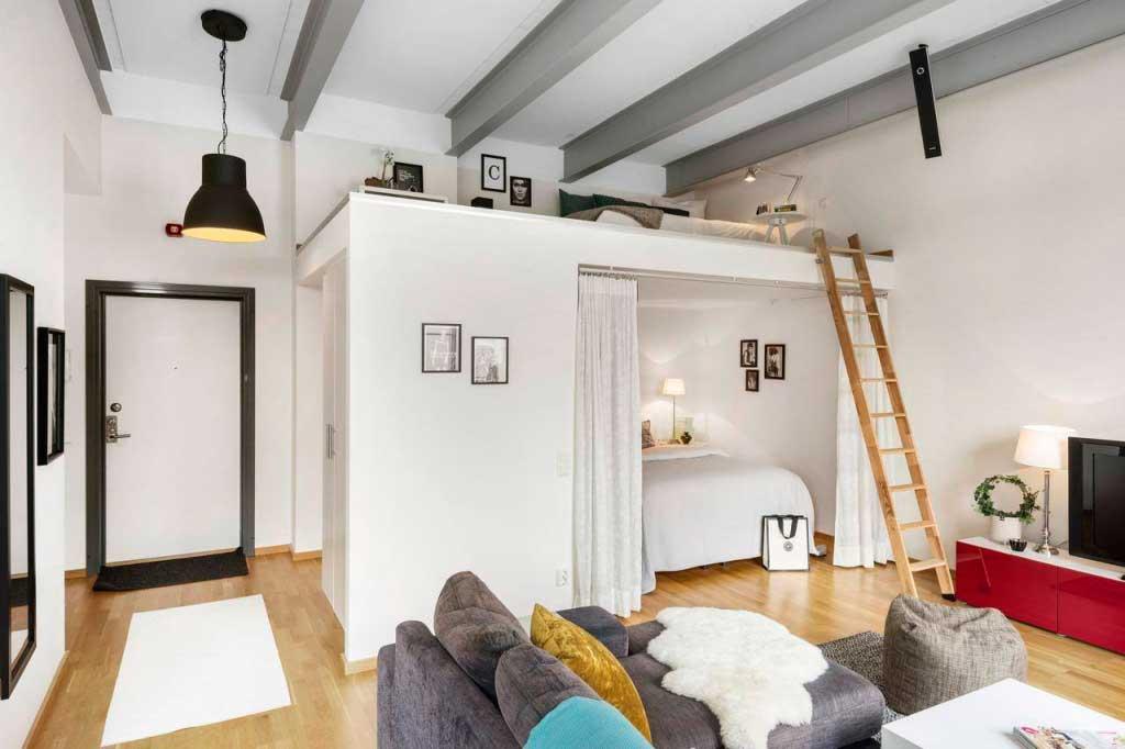 Студия с высоким потолком
