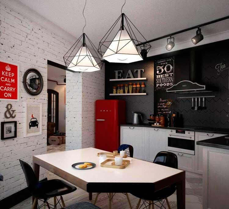 Оригинальность создаёт контраст между грубой отделкой помещения и современным оборудованием в кухне.