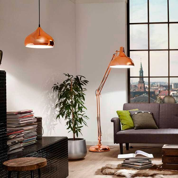 Простые торшеры создают атмосферу домашнего уюта.