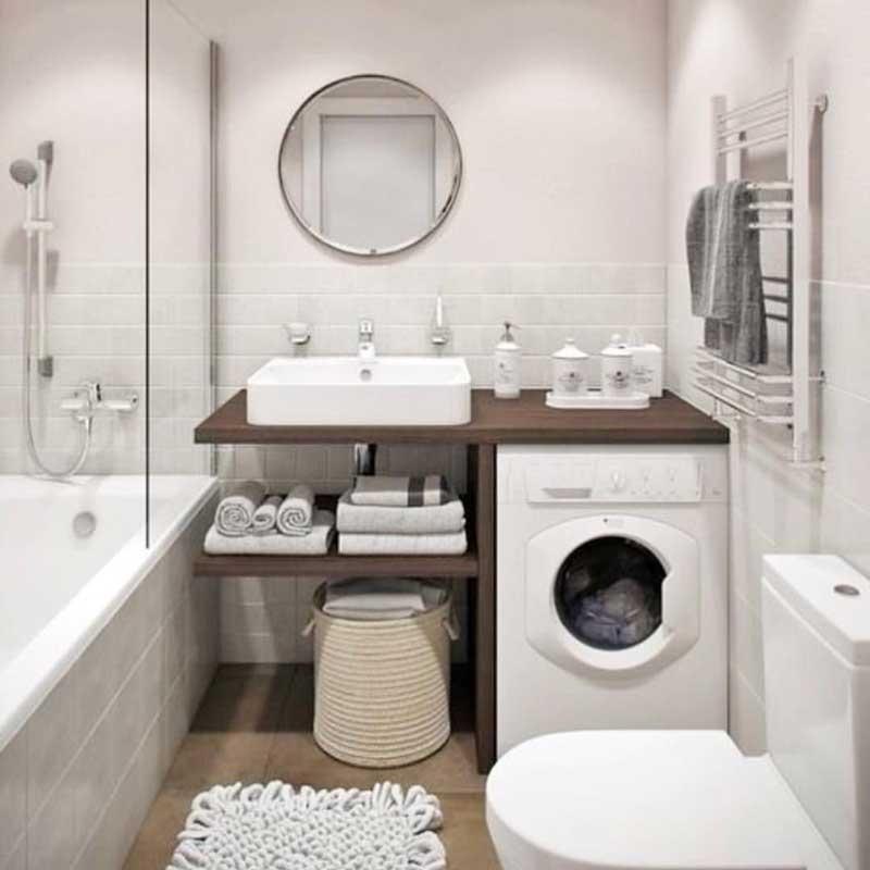 Маленькая ванная с туалетом